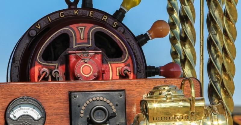 Showmans Engine Dynamo & Volt meter